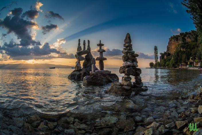 Rays - stone balancing